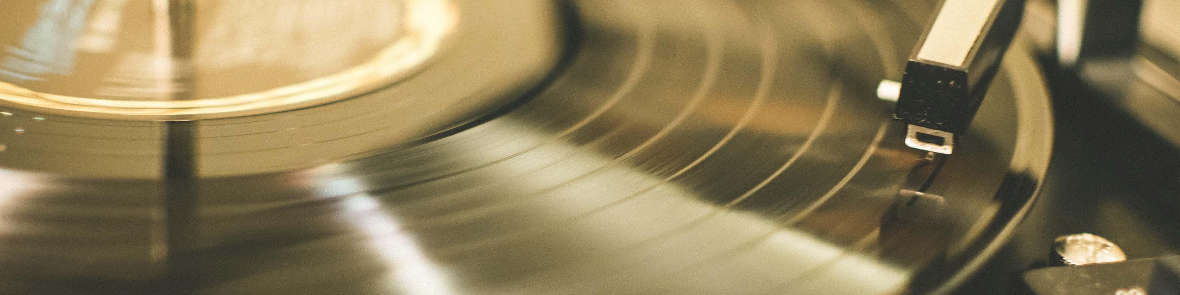 Utilizarea muzicii în scop ambiental şi respectarea drepturilor patrimoniale ale artiştilor interpreţi sau executanţi, ale compozitorilor şi ale producătorilor de fonograme