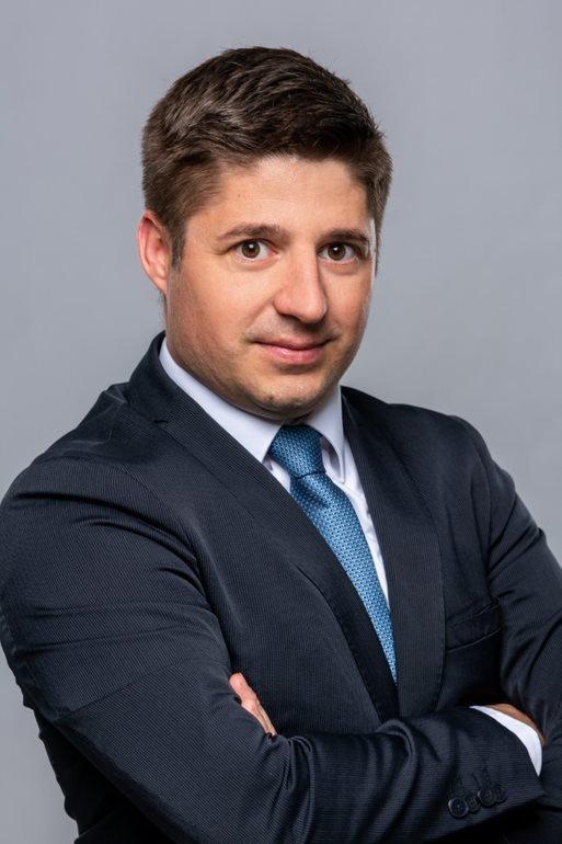 Dr. Sipka Péter előadó