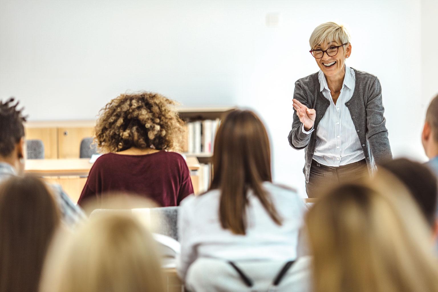 Nauczyciel akademicki wykłada na uczelni z LEX Akademią