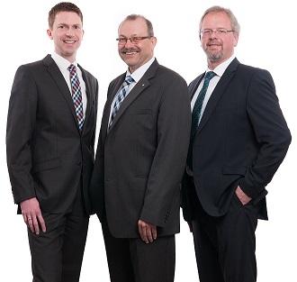 Steuerberater (von links nach rechts) Siebo Wiegmann, Eugen Schonlau und Ihno Kruse
