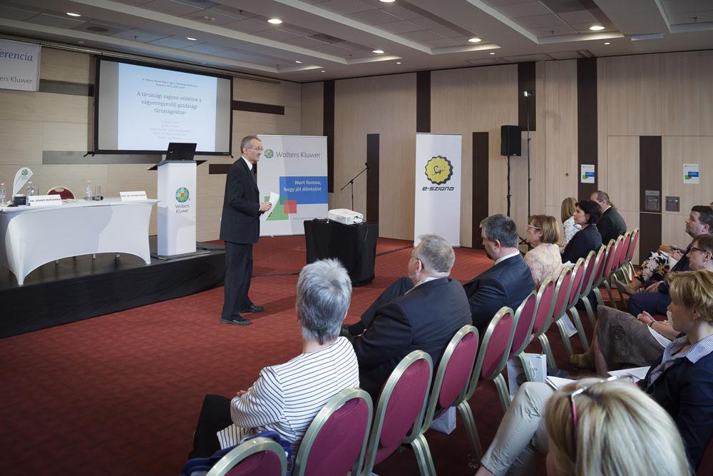 jogi-konferencia-plenaris-eloadas