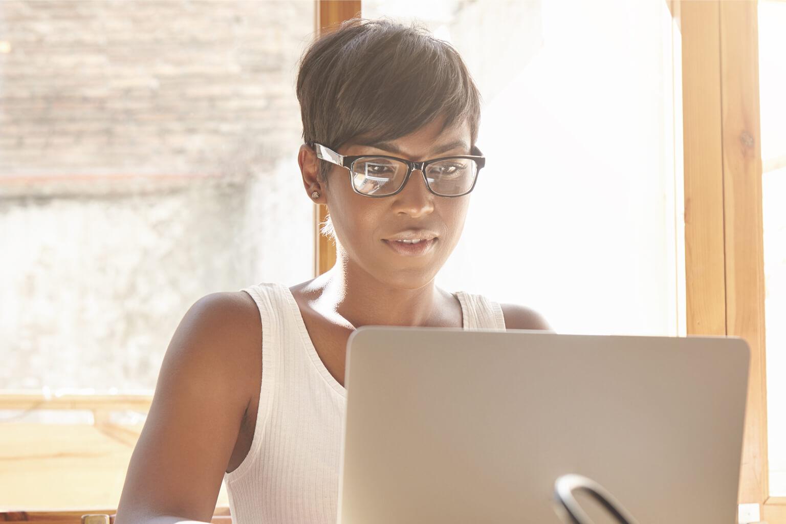 pretty woman on desktop