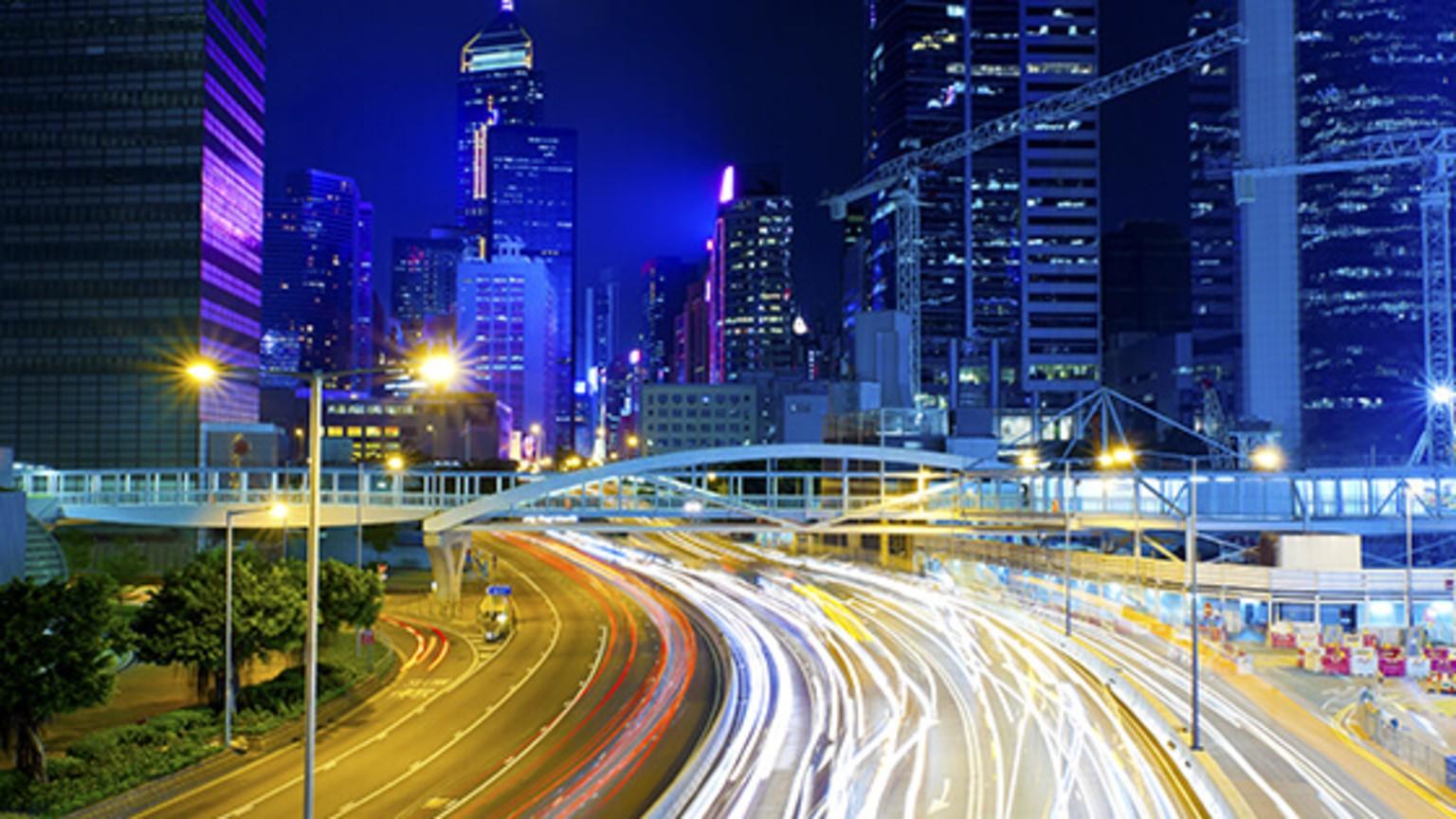 night_traffic_in_city