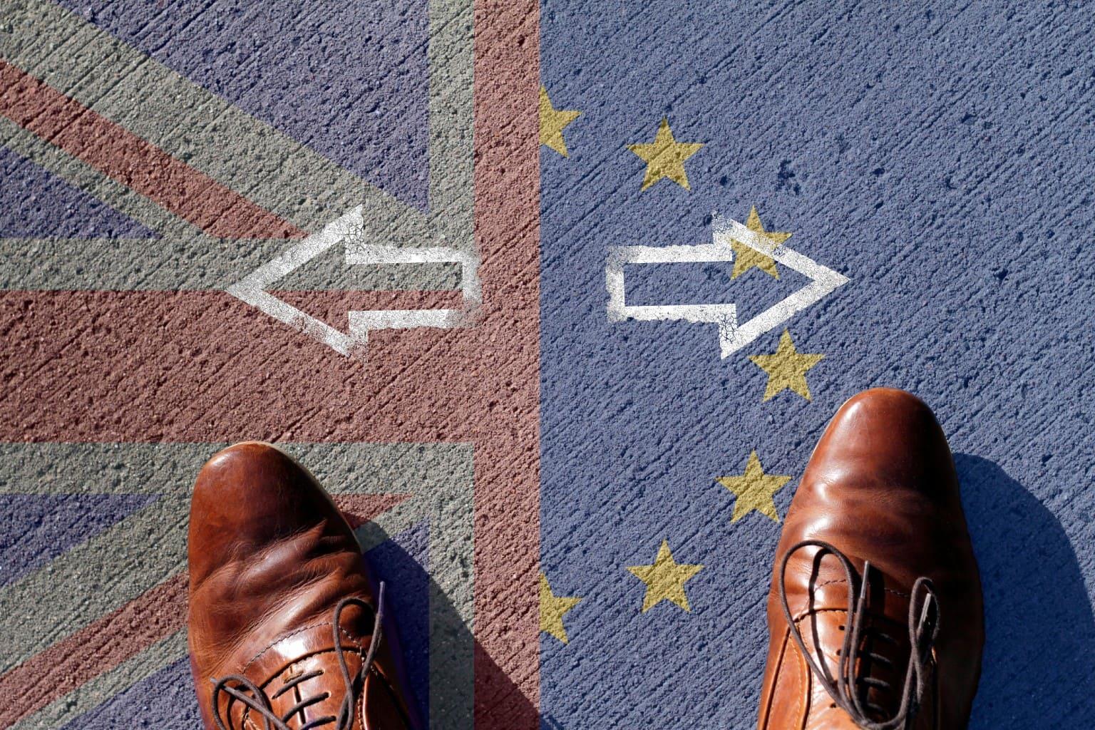 voeten op landkaart EU en VK