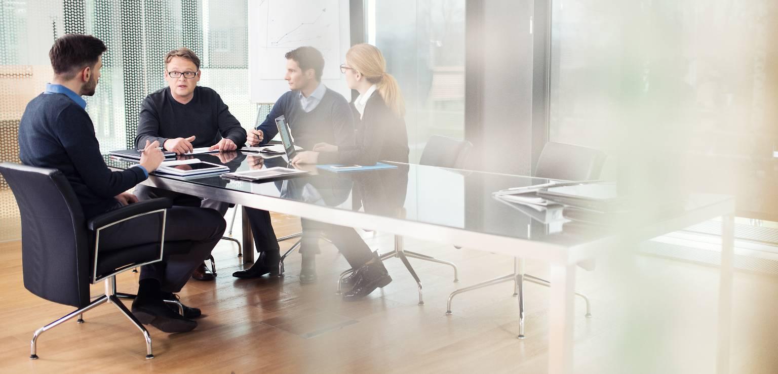 Fyra personer i möte