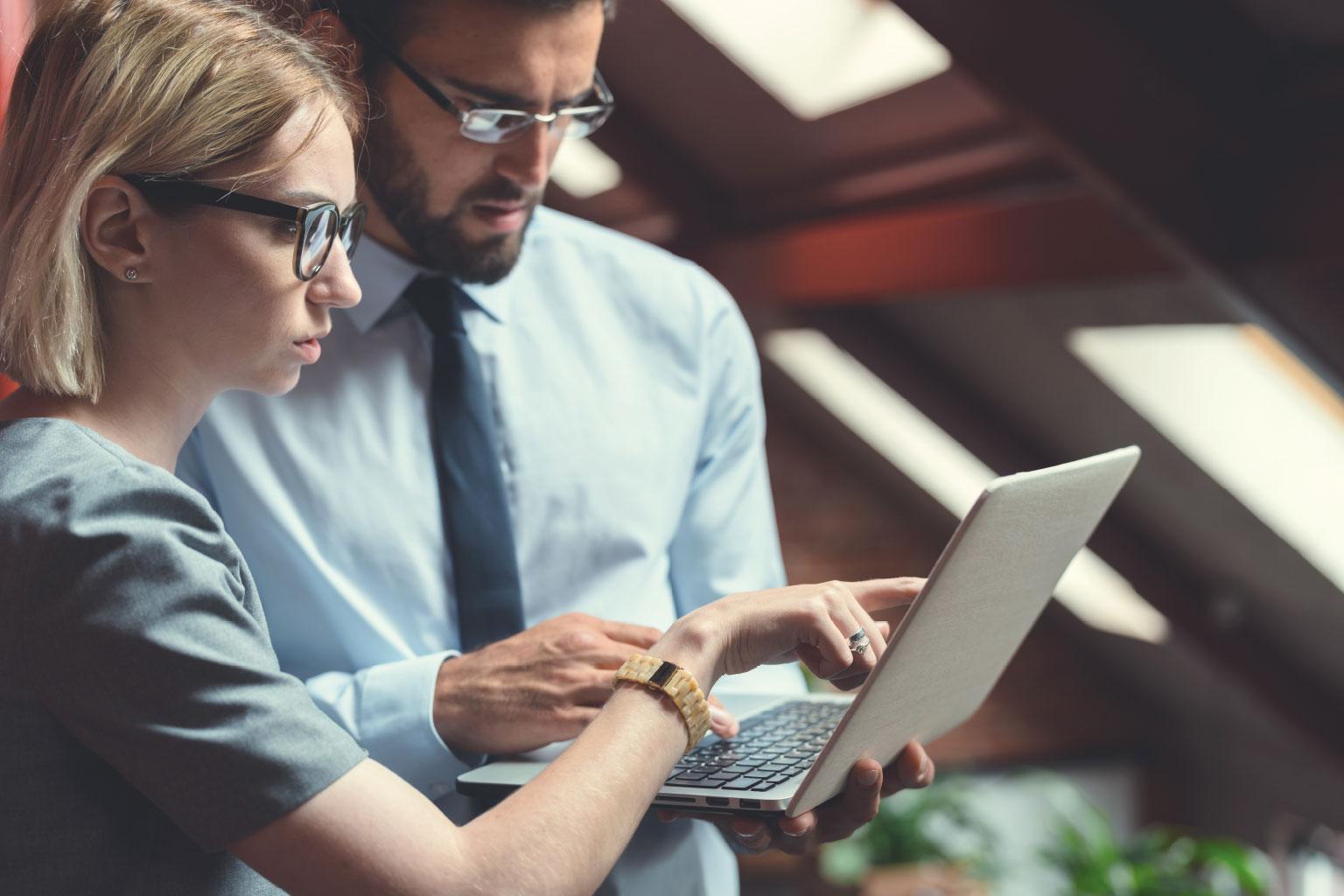 Czy Twoja organizacja efektywnie monitoruje i zarządza ryzykiem zmian regulacyjnych?
