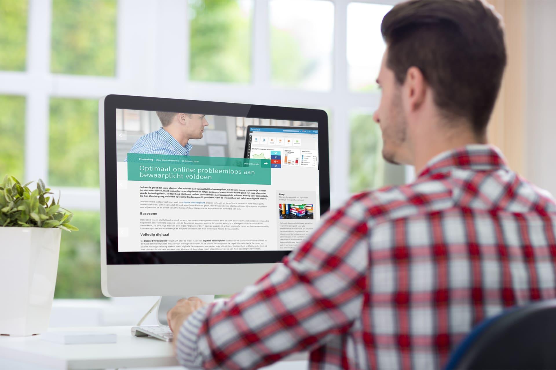 Accountant leest productblog voor de Twinfield update
