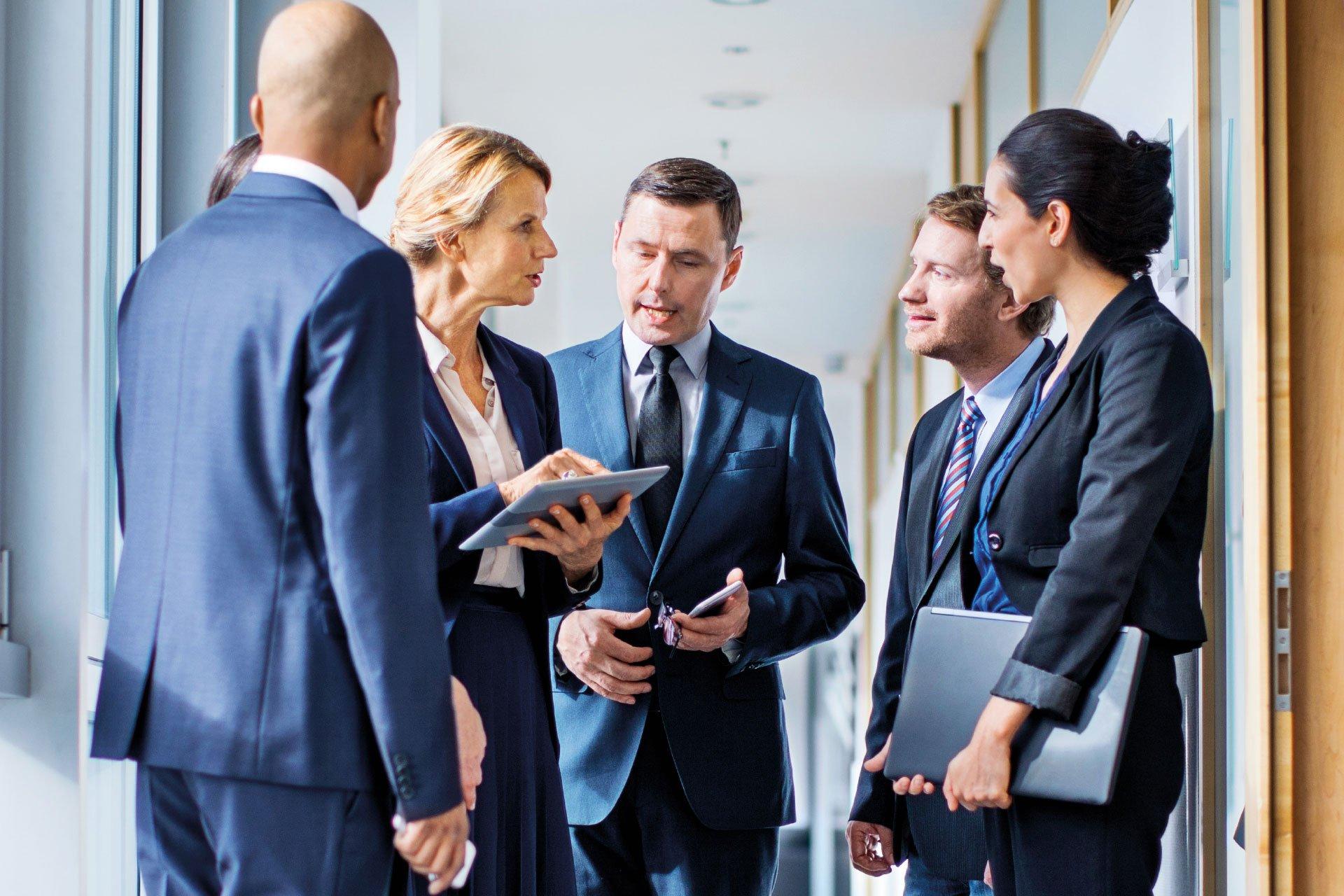 Grupa osób sprawdzająca informacje w LEX Compliance RODO