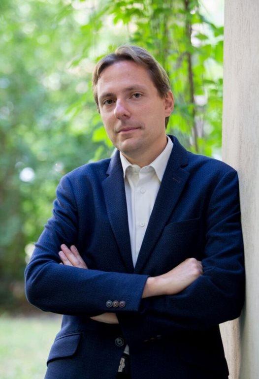 Dr. Kártyás Gábor előadó