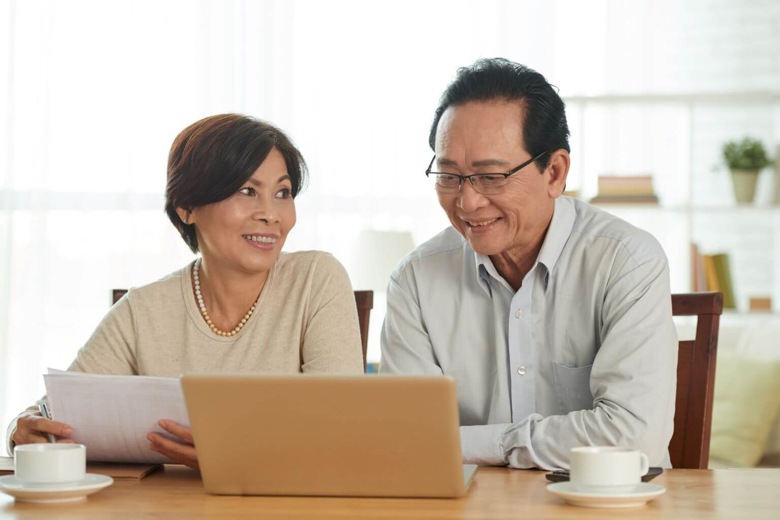 Asian-couple-looking-at-computer