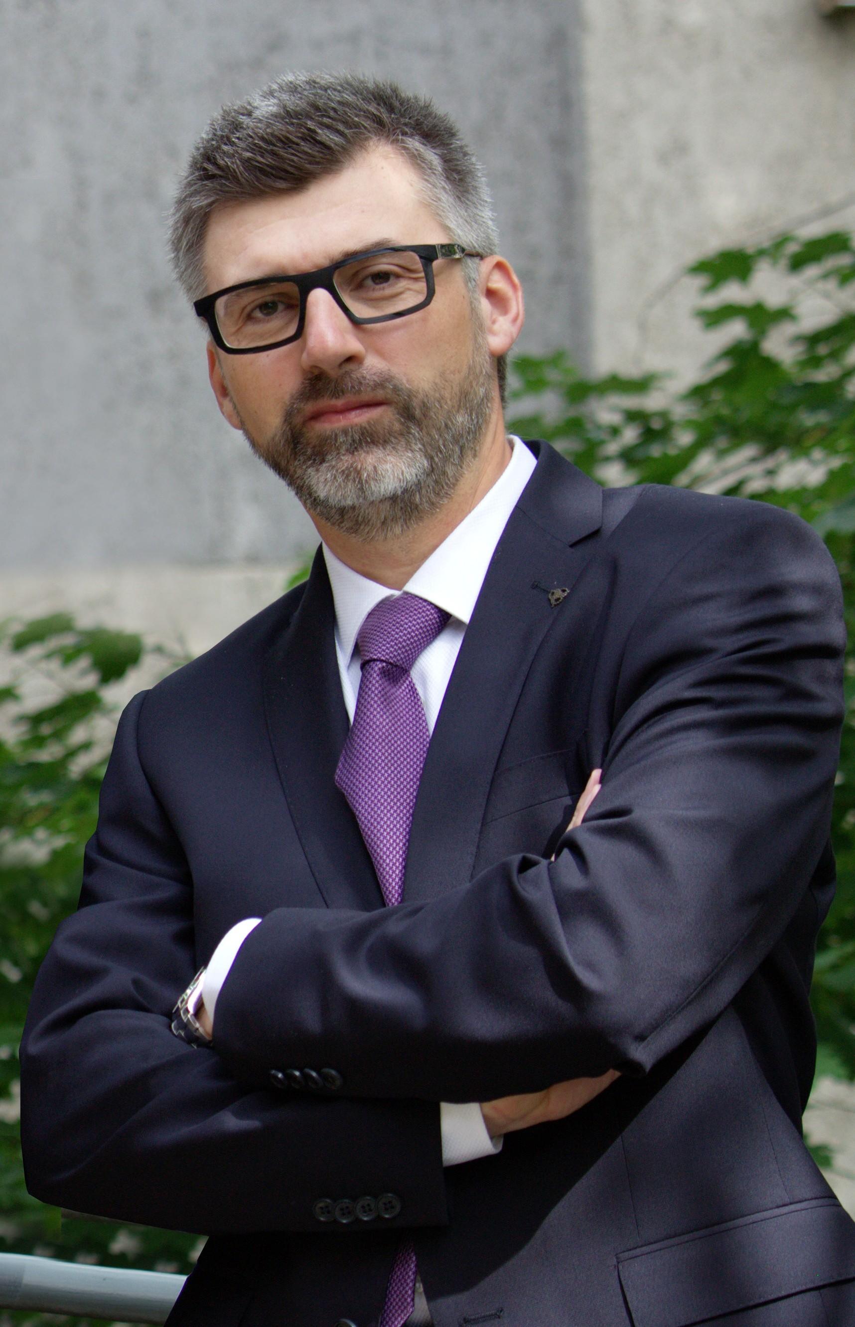 Dr. Molnár Bence